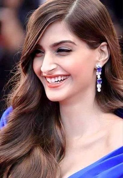 Sonam Kapoor – Bollywood lady with beautiful smile – My Words & Thoughts